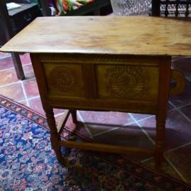M- Petite table